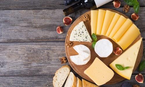 CityGames Bochum City Escape Tour: Käse auf Holzbrett garniert und lecker